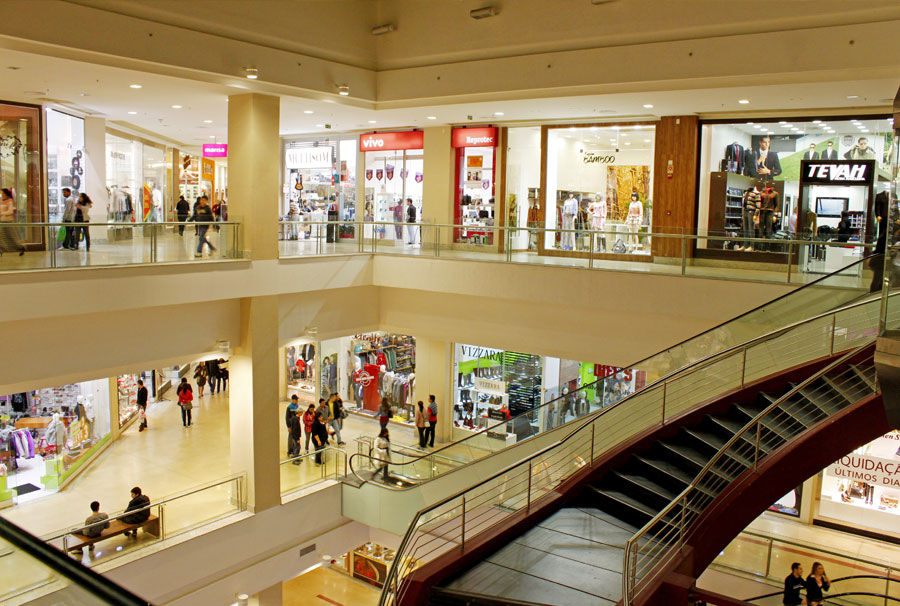 Shopping de Santa Maria vai exigir identificação de adolescentes para evitar