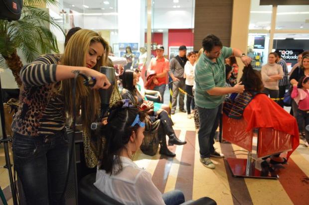 Quase 100 pessoas doaram cabelo para confecção de perucas para crianças com câncerTítulo - Royal Plaza Shopping