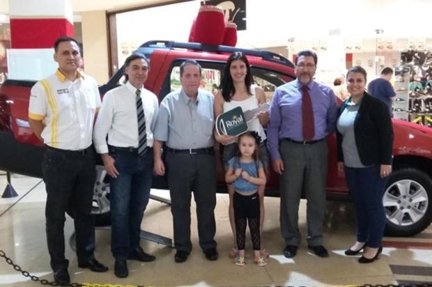 Mulher ganha carro zero km em promoção do Royal Plaza Shopping - Royal Plaza Shopping