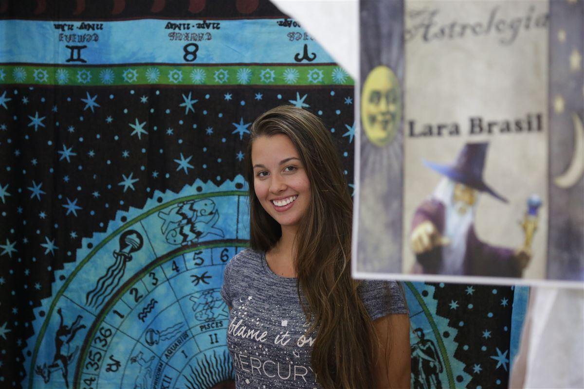 Feira mística oferece serviços esotéricos em shopping - Royal Plaza Shopping